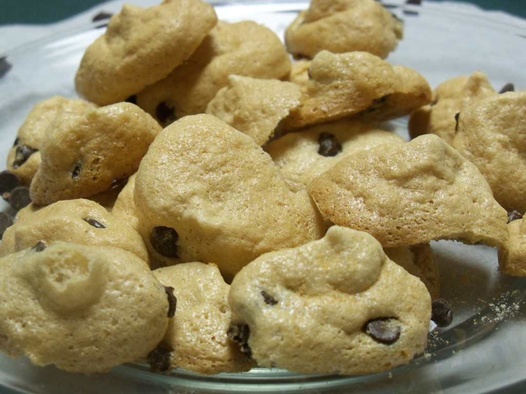 Paleo Meringues with Chocolate Chips | Cook It Up Paleo